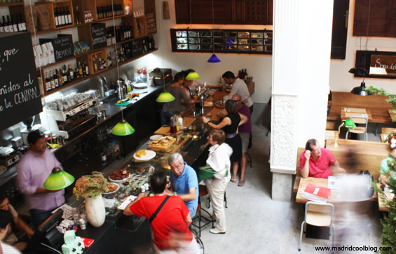 MADRID COOL BLOG la central interior libros filosofía ocio viajes arte ciencias cocina café cafetería bar restaurante callao madrid centro