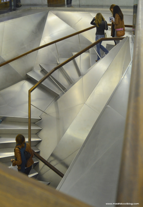 MADRID COOL BLOG_CAIXA FÓRUM_IMAGEN DESTACADA_ESCALERA INTERIOR