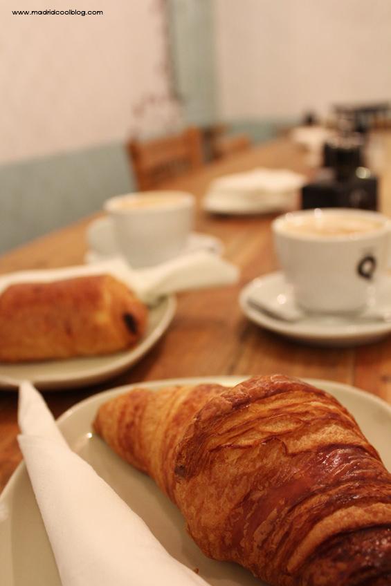 Croissant y napolitana en un desayuno en Pancomido Café. Foto de www.madridcoolblog.com