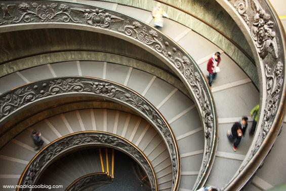Escaleras de los Museos Vaticanos. Foto de www.madridcoolblog.com