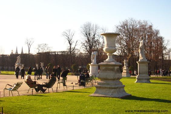 Un paseito por Tuileries, París. Foto de www.madridcoolblog.com Francias, al sol, parques, jardines, viajes