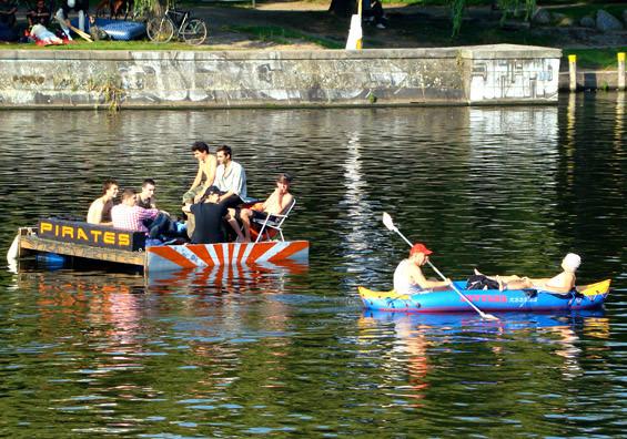 Velada en el río Spree. Foto de www.lamaletademarta.blogspot.com.es/
