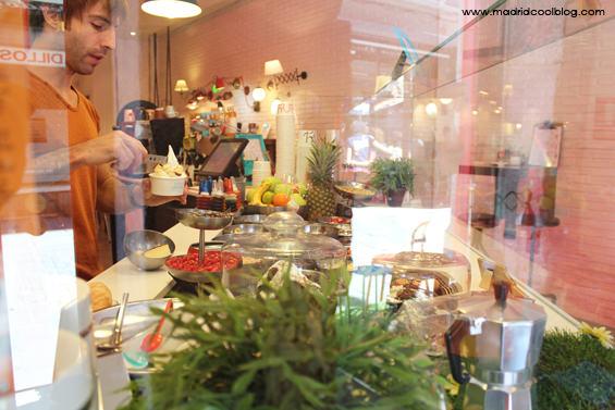 Barra de toppings en YOY. Foto de www.madridcoolblog.com