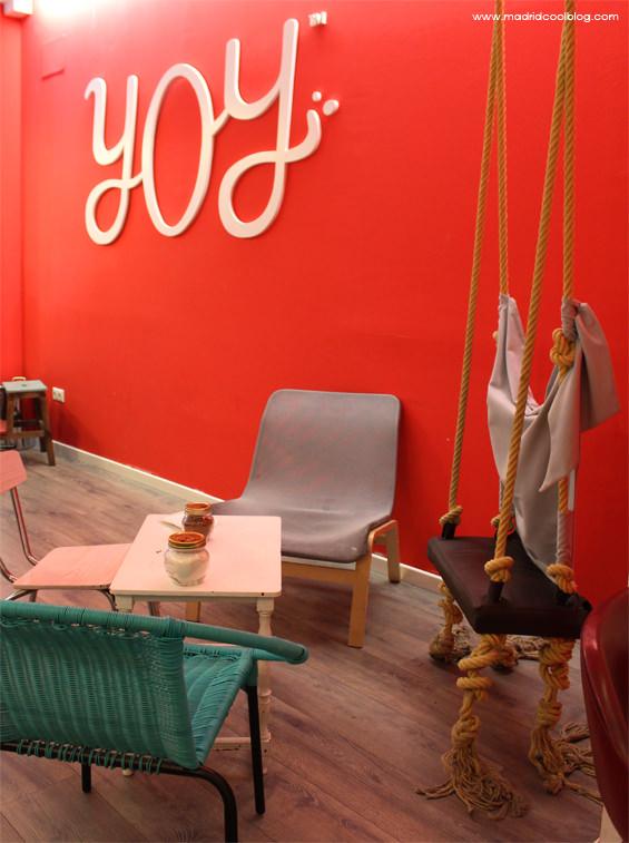 Decoración con mobiliario vintage en YOY. Foto de www.madridcoolblog.com