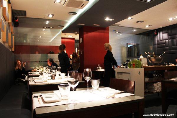 Interior del restaurante 99 Sushi Bar. Foto de www.madridcoolblog.com