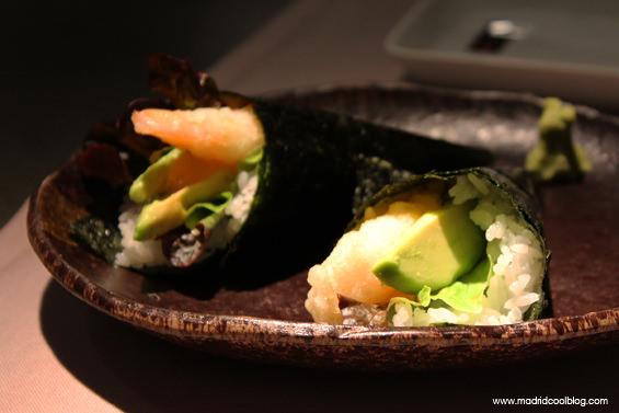 Temaki de tempura de langostino tigre en el restaurante 99 Sushi Bar. Foto de www.madridcoolblog.com