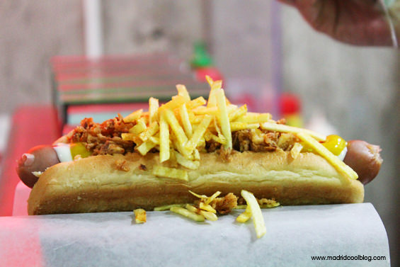 "Perrito caliente ""Madrid"" de Chicago Hot Dogs. Foto de www.madridcoolblog.com"