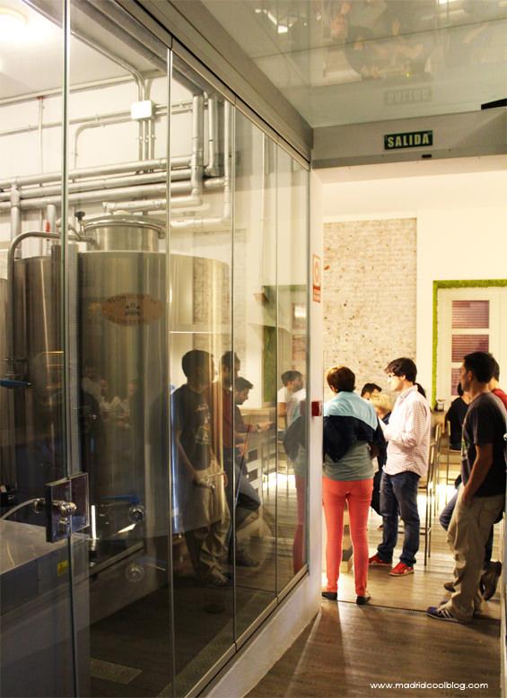 Tanques de fabricación de cerveza artesana en Fábrica Maravillas. Foto de www.madridcoolblog.com