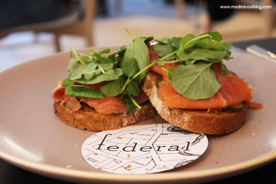 Tosta de salmón en Federal Café. Foto de www.madridcoolblog.com