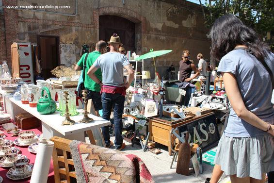 Puestos de antigüedades y segunda mano en el Mercado de Motores. Foto de www.madridcoolblog.com