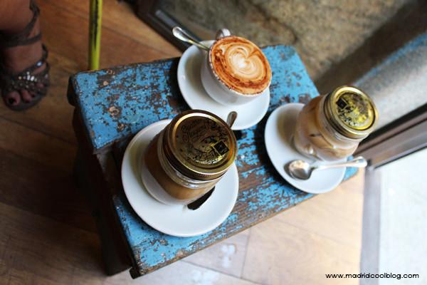 1 capuccino y 2 freddos en Toma Café. Foto de www.madridcoolblog.com