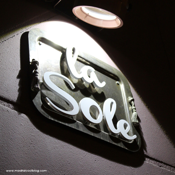 Rótulo de La Sole Café. Foto de www.madridcoolblog.com