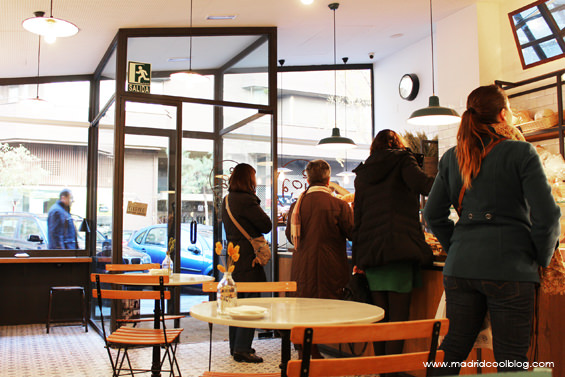 """La """"cola del pan"""" de Miga Bakery. Foto de www.madridcoolblog.com"""