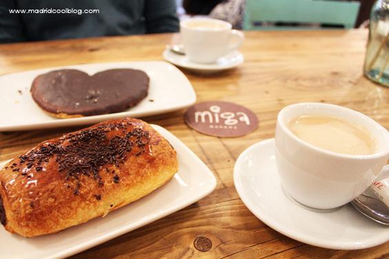 Desayuno con napolitana y palmera de chocolate en Miga Bakery. Foto de www.madridcoolblog.com