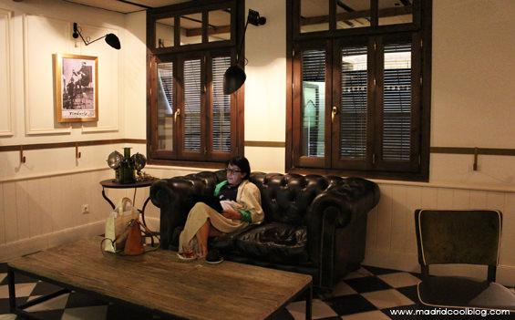 madrid cool blog, ateneo, huertas, sofá, café