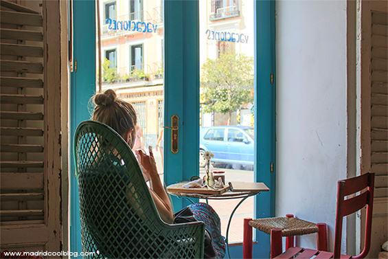 Vacaciones. Cafetería mediterránea en Malasaña.