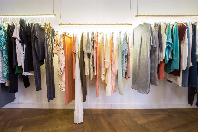 MADRID-COOL-BLOG-LECIRCUS-colgadores-vestidos-R