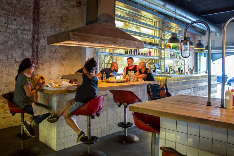 MADRID-COOL-BLOG-MEAT-mesa-comunal-exterior-G