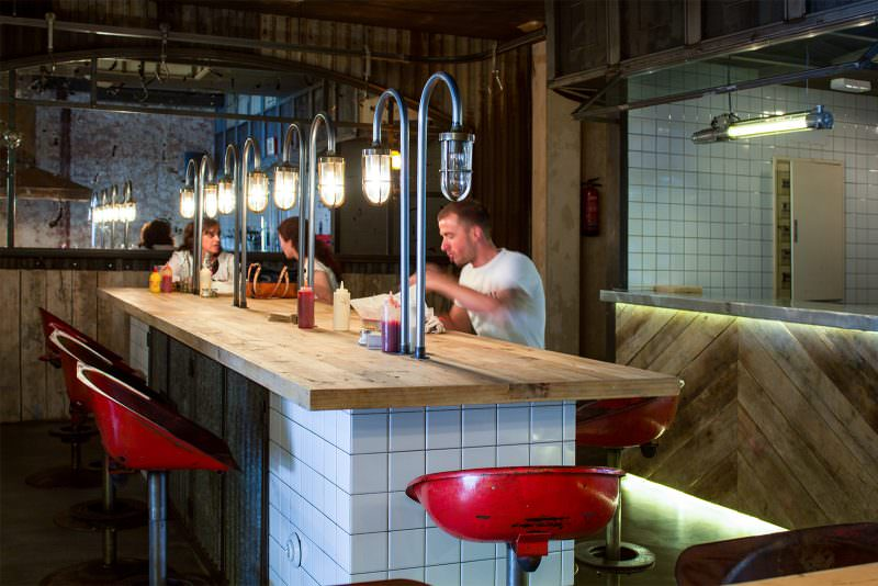 MADRID-COOL-BLOG-MEAT-mesa-comunal-interior-G