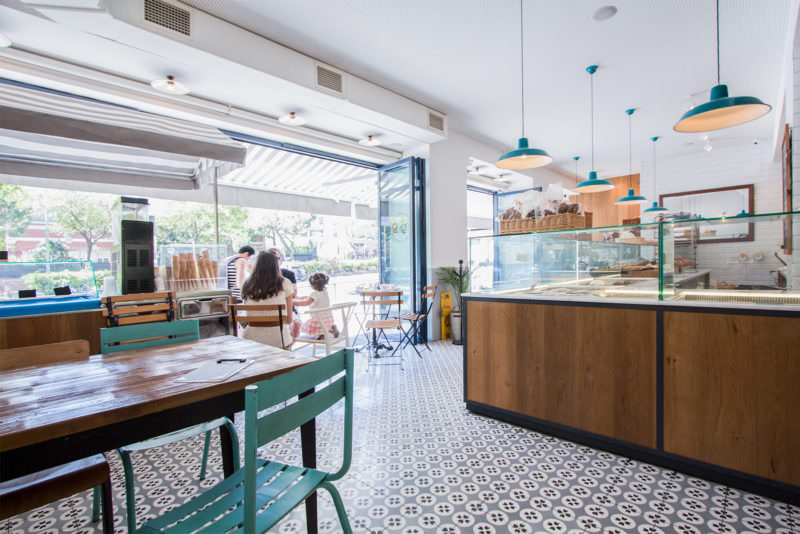 MADRID-COOL-BLOG-MIGA-BAKERY-mesas-entrada