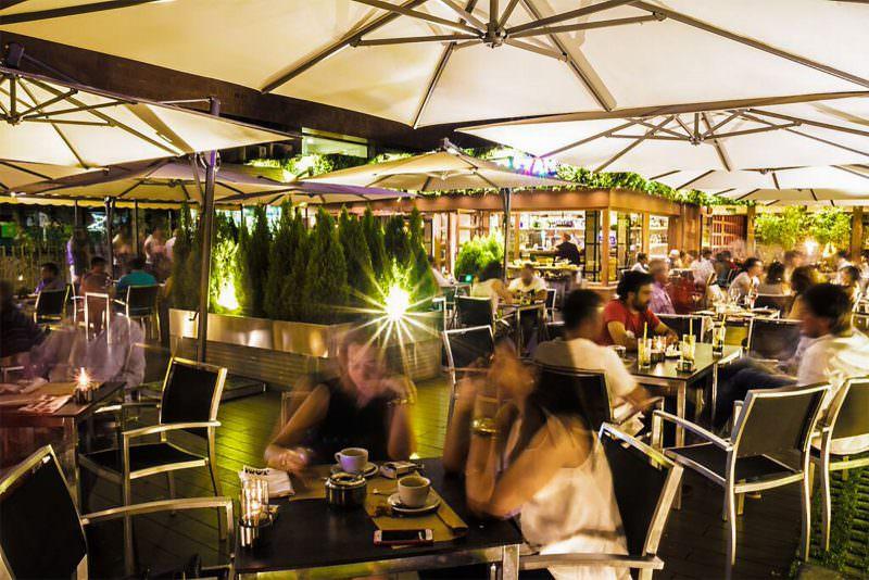TAXI-A-MANHATTAN-terraza-noche-G