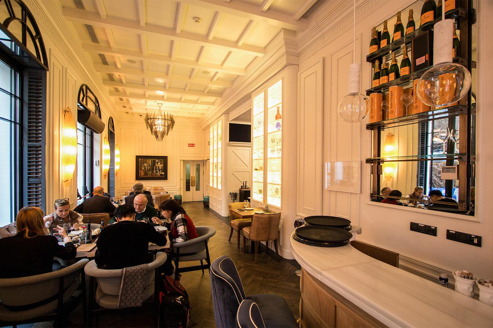 Younique El Restaurante Fusi N Del Hotel Only You Boutique
