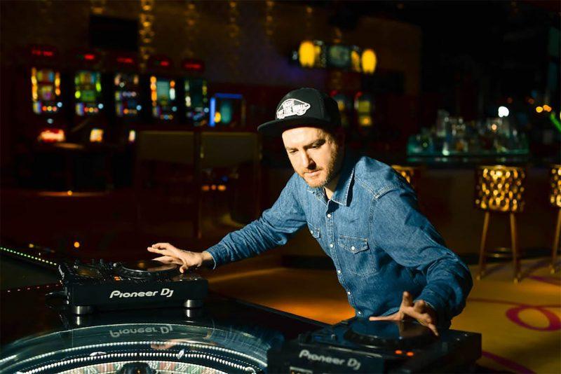 V-DE-VEGAS-DJ-G